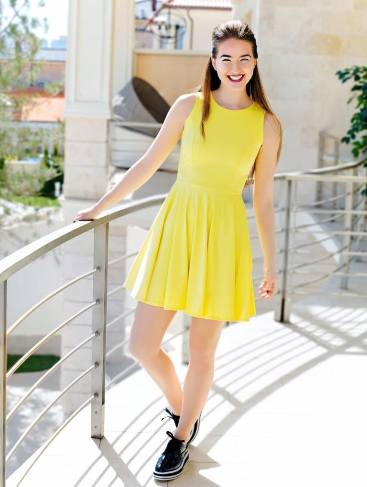 Желтый сарафан с юбкой клеш
