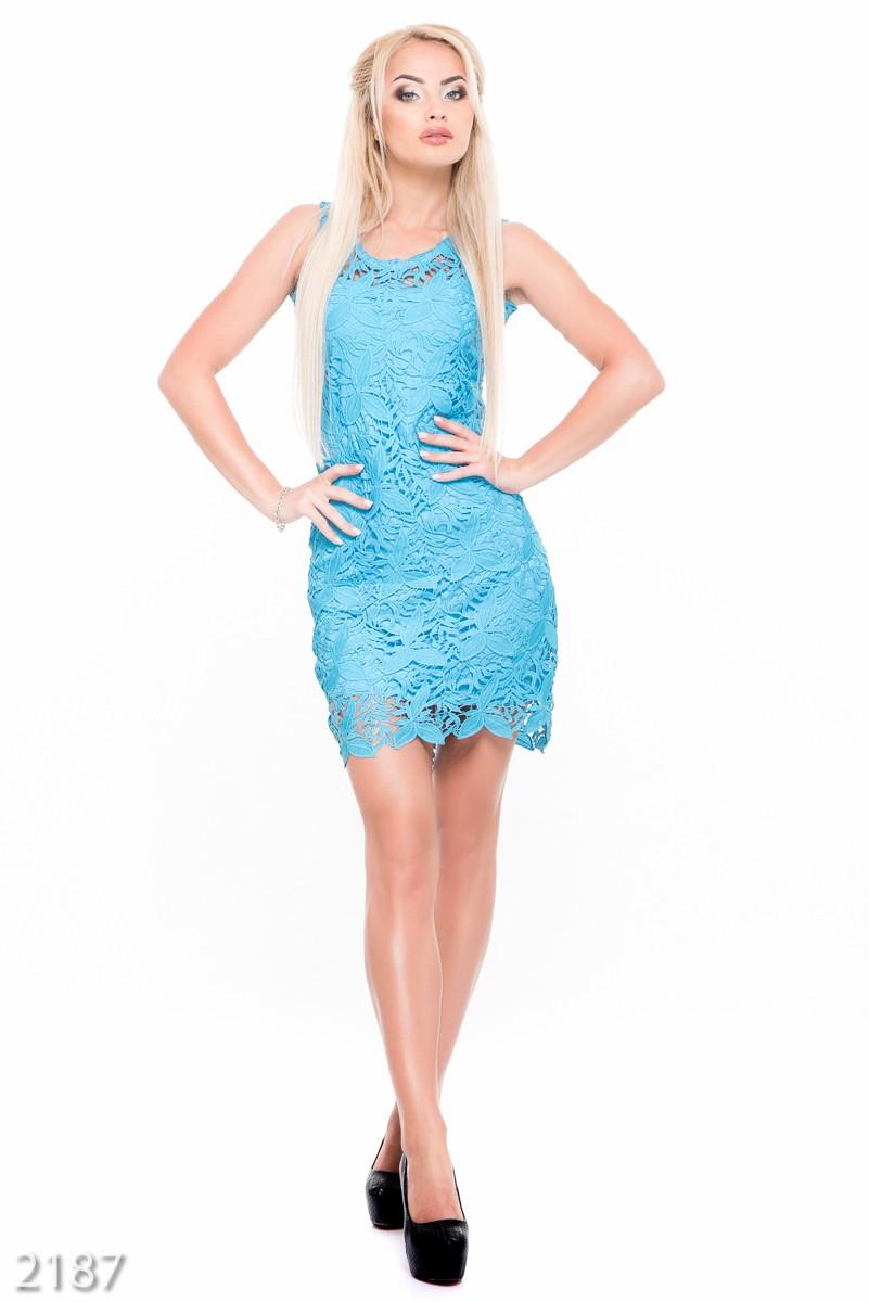Платье из кружева голубого цвета